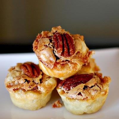Mini pecan tartlets.Pecans Tartlets, Sweets Treats, Pecans Pies, Pecan Pies, Minis Pecans, Sweets Tooth, Bourbonnatrix Baking, Pecans Tassies, Food Drinks
