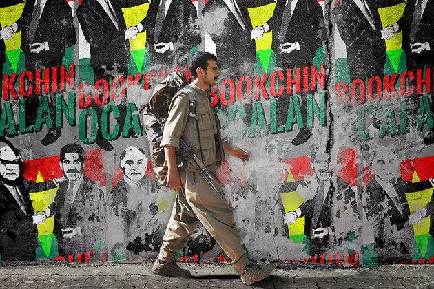 Akbar Shahid Ahmed, Huffington Post, 18 Aralık 2015 Çeviri: Serap Güneş Geçtiğimiz sonbaharda İslam Devleti savaşçıları, Suriye'nin Türkiye ile olan kuzey sınırındaki Kürt kasabası Kobane'ye koordi...