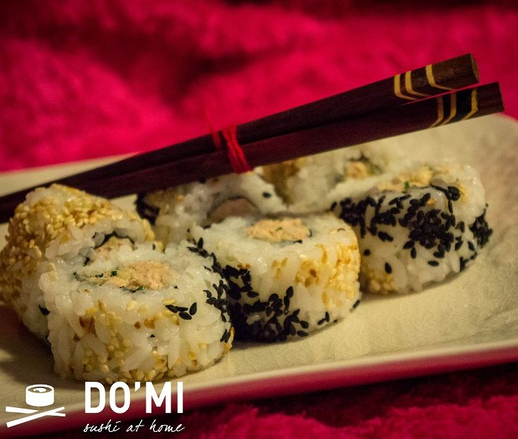 Sushi z słatką z tuńczyka i żółtego sera