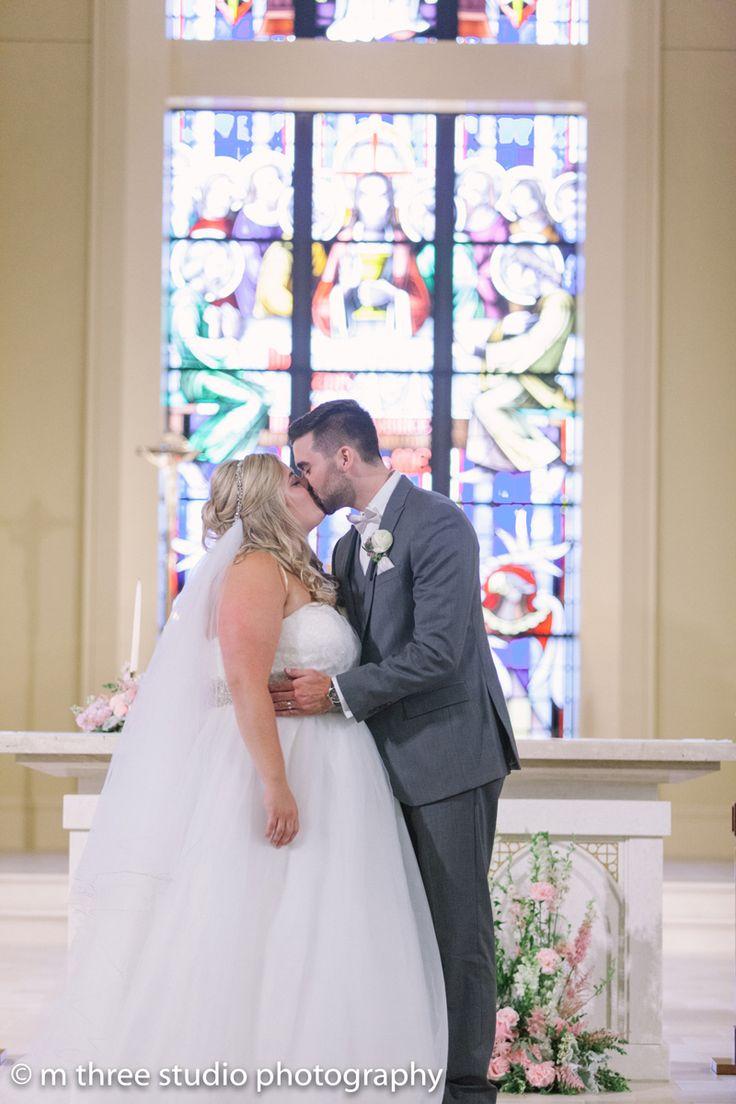 Elegant Wedding Ceremony | The Majestic Vision Wedding Planning | St Jerome Catholic Church in Milwaukee, WI | www.themajesticvision.com | M Three Studio