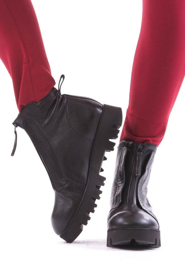 Reissverschluss-Schuhe von RUNDHOLZ Black Label bei dagmarfischermode.de - #shoes #schuhe #schuhwerk #dfm #dagmarfischermode #designer #fashion #leather #leder #gummi #profilsole #reissverschluss #extravagant #auffallend #accessoires #outfit #look #onlinefashion #stylish #luxury #onineshop #fasionable #fasionstyle #fasionaddict #fasionlover #fashiondesign #fashionlove #fashionicon #fashiontrends #fashioninspiration #fashioninsta #fashiontrend #fashionstatement #fashiondesign #auftritt
