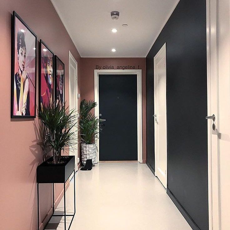 Vakre #whitneyhouston #marilynmonroe og #audreyhepburn henger fint på veggen hos @olivia_angeline_f vi elsker fargene her