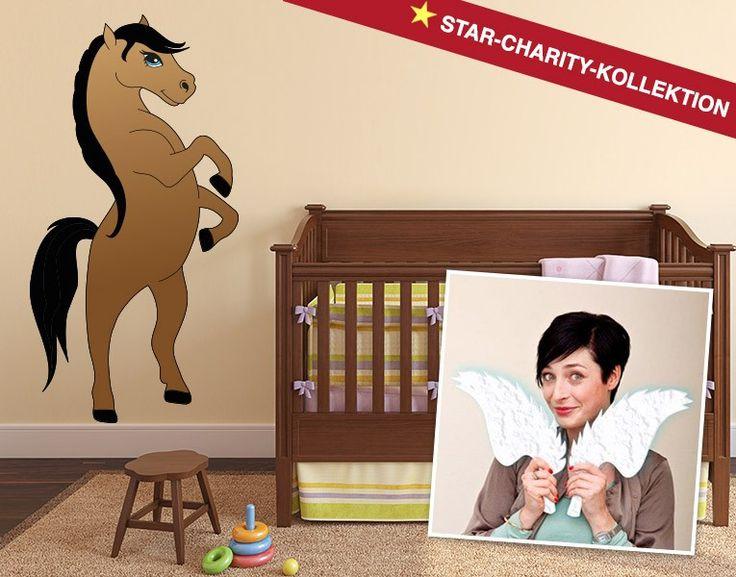 Das braune Pferd mit der schwarzen Mähne. Entworfen von Kathy Weber für die Stars-Charity-Kollektion.