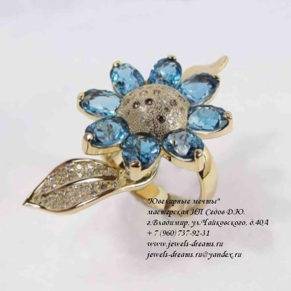 Женское золотое кольцо «Лунный цветок» с бриллиантами и топазами