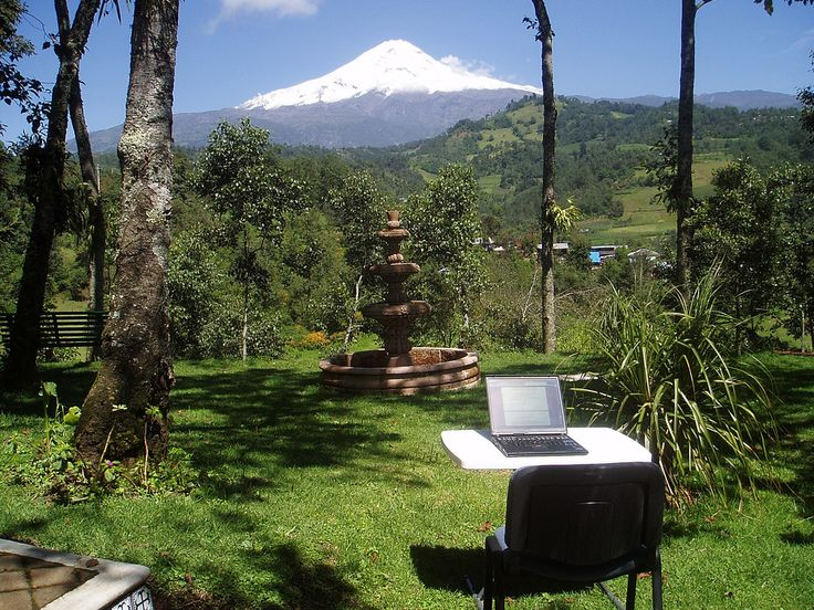 Escribiendo en el Centro misionero Rafael Guízar y Valencia en Chilapa, Veracruz, México