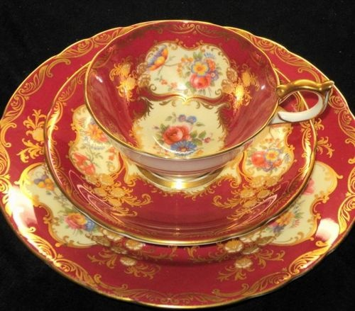 AYNSLEY PARAMOUNT RED CREAM TEA CUP AND SAUCER TRIO PLATe  395.00