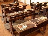 Banchi di scuola (Apri l'immagine jpg, 221 Kilobyte, 800 per 600 pixel)