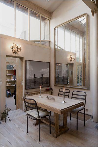 Un loft en vieux plancher et ton neutre à Paris