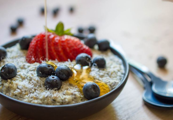 Berry Oatmeal Breakfast Bowl - a great breakfast option that's super quick and even easier to make. Healthy, top allergen free, and above all delicious! http://bit.ly/29dMeYM