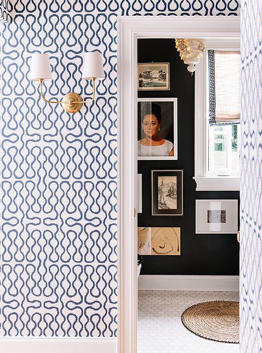 With no room for furniture in the entryway, Gen chose a zingy blue-and-white Cole & Son wallpaper to dress up the space.