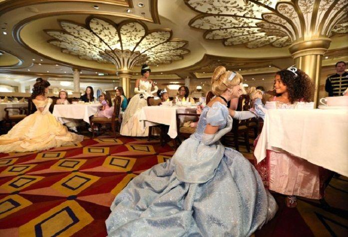 Disney Fantasy ofrece la maravillosa Hora del Té Real  http://www.crucerista.net/blog/disney-fantasy-ofrece-la-maravillosa-hora-del-te-real  #cruceros #viajes #vacaciones #disney