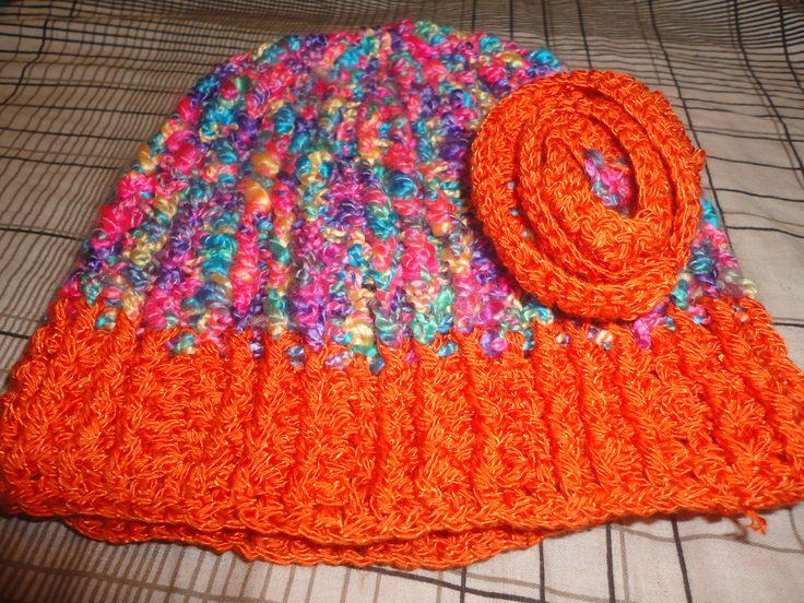 Gorro combinado naranja y multicolor tamaño pequeño, para niña coqueta.