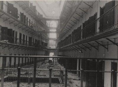 Interior de la Antigua Cárcel Modelo, lugar que hoy ocupa el Cuartel General del Aire.