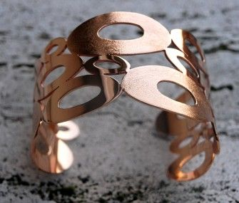 Bronze bracelet with circles of different sizes, www.lemetissage.it!
