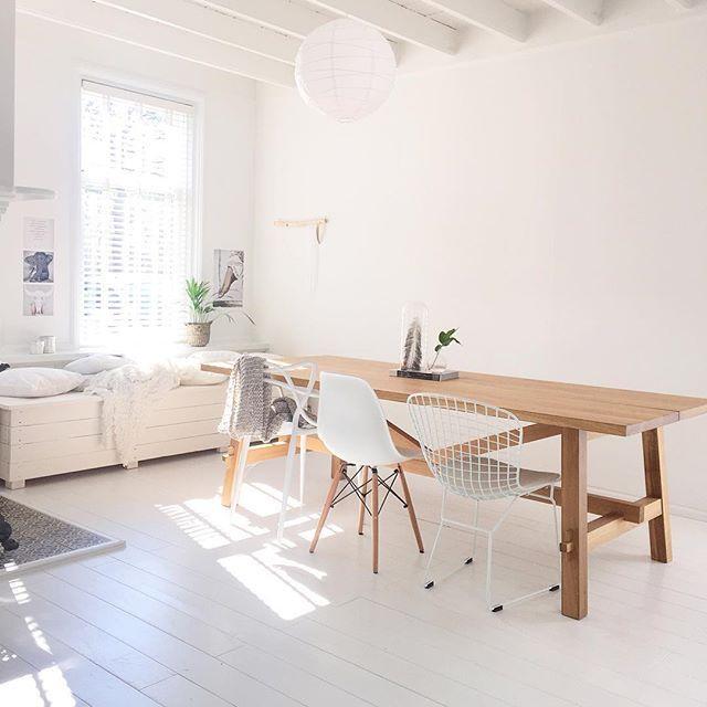 De MÖCKELBY tafel bij @inspirationbylau | #IKEABijMijThuis IKEA IKEAnederland wooninspiratie inspiratie eetkamer eettafel hout strak