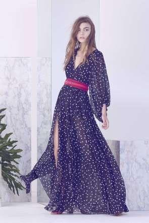 Confira nossa seleção de vestidos com fenda! A Cris Barros tem esse vestido leve com estampa de poá ... - Divulgação