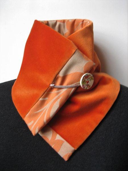 Un petit coté japonisant pour cette version du col écharpe réversible réalisé dans un beau velours de coton tonique et dans un satin de coton assorti