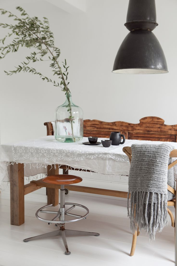 town house in Groningen Photographer: Jitske Hagens | Stylist: Cleo Scheulderman #binnenkijken #vtwonen #diningroom #basic