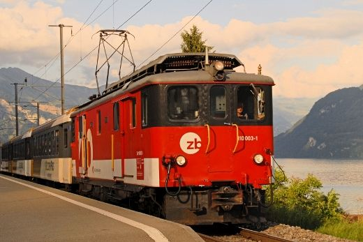 Locomotiva De 110 003, già Deh 4/6 903 costruita nel 1941, il 10 agosto 2013 a Niederried - (Foto: Riccardo Genova)