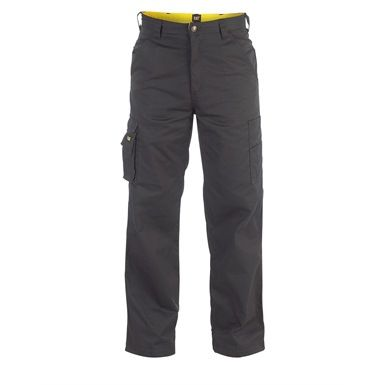 Caterpillar's Task Work Trousers come with  handy cargo pockets on each leg, plus two front chino pockets and wide-cut rear pockets with a Velcro closure. These work pants are also double brushed on the inside to comfort and warm your legs.
