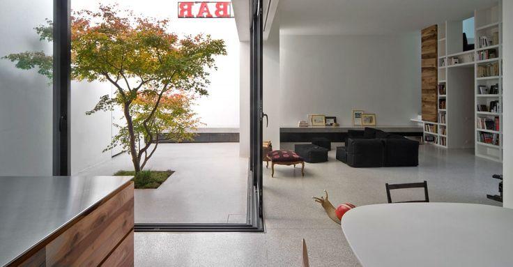 Da edificio artigianale a casa a contatto con il verde