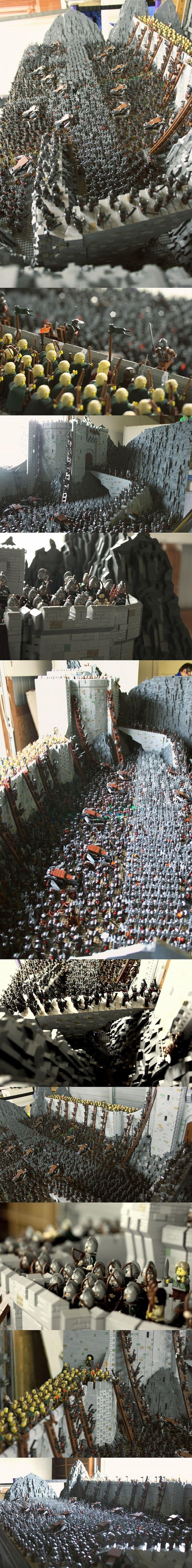 El Señor de los Anillos las profundidades de Helms. Se utilizaron cerca de150 000 bricks y 1700 minifiguras. Pesa cerca de 160 lbs y es del tamaño de una mesa de ping-pong  #LEGO #LOTR