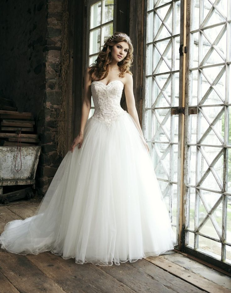 Spectacular A-line Sweetheart Chapel Appliques Beadings Wedding Dresses