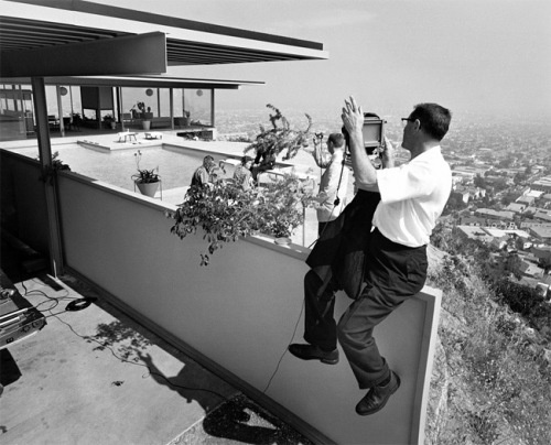 Mid century modernism at its finest  Julius Shulman s      photograph of  the living space of Pierre Koenig s Case Study House No     cantilevered  over the