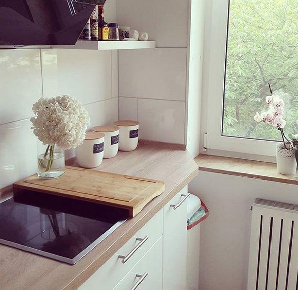 INTERIOR / WOHNEN: KITCHEN / KÜCHE - Hortensien, Blumen, Hochglanz, weiß, Apfelbaum, white