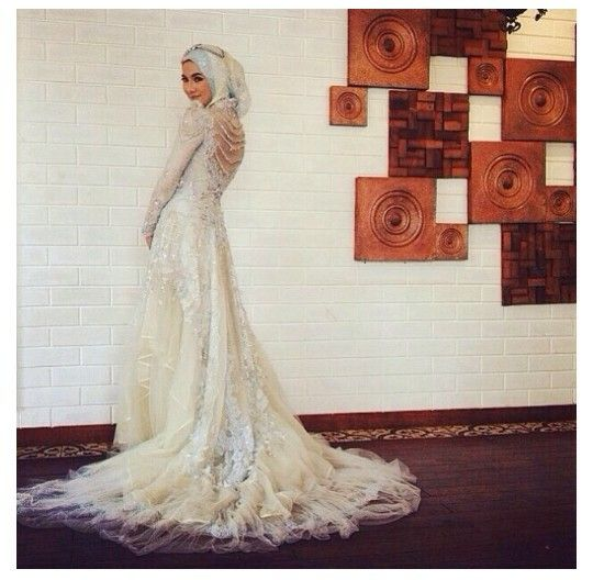 Icha soebandono.hijab wedding dress
