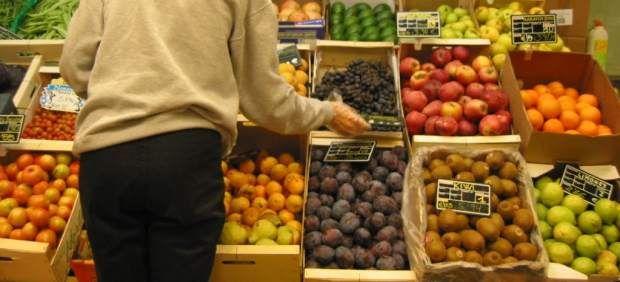 Desmontando mitos: la fruta no fermenta en el estómago y dormir mucho no engorda más. http://www.20minutos.es/noticia/1838533/0/falsos-mitos/alimentacion/salud/#xtor=AD-15=467263