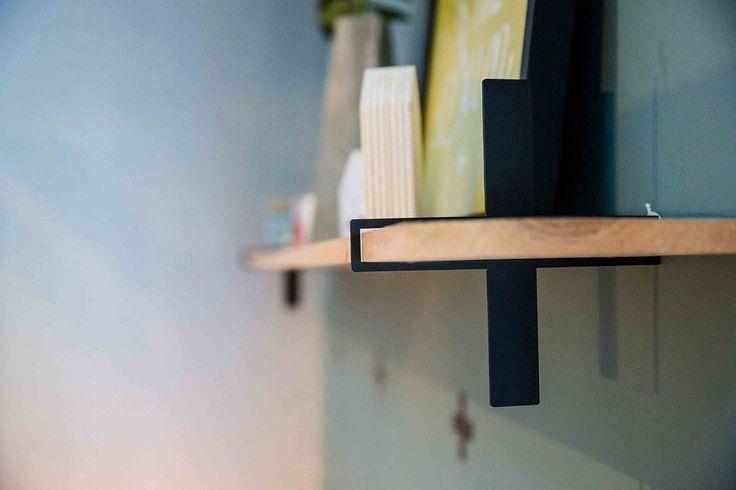 Étagère croix métal et chêne : 150€