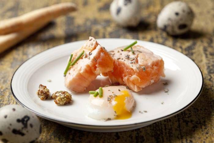 Uova di quaglia in camicia con salmone #Star #ricette #uova #quaglia #camicia #salmone #food #recipes
