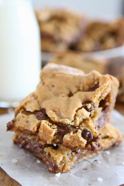 Chocolate Chip Salted Caramel Cookie Bars #cookie #chocolate #caramel #bars #dessert