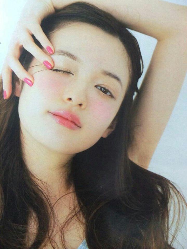 모리에리카 프로필 이 름: 모리 에리카 (もりえりか   森絵梨佳   Mori Erika) 직 업: 영화배우, 모델 출 생: 1988년 10월 4일 (일본) 신 체: 160cm, 43kg 청순미 넘치는 일본의 뷰티모델 모리에리카, 깨끗한 마스크와 헤어스타일, 특히 입술이 아주 매력적인 깨끗한 모델입니다. 그녀의 매력에 대해 알아볼까요?