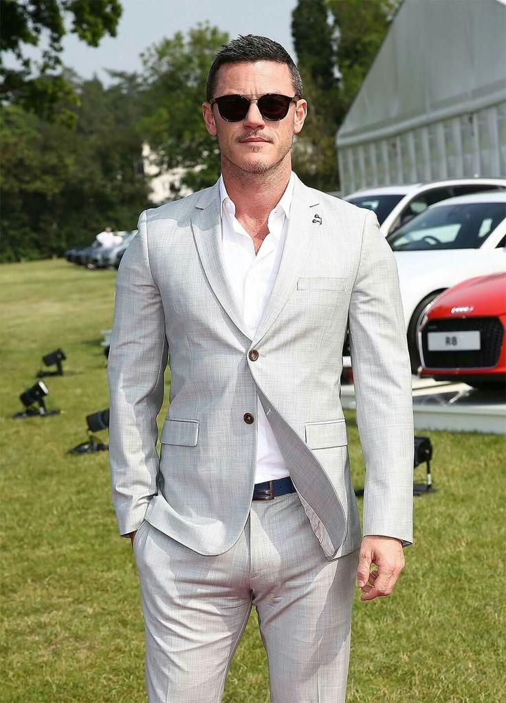 Luke Evans should be the next James Bond 007.