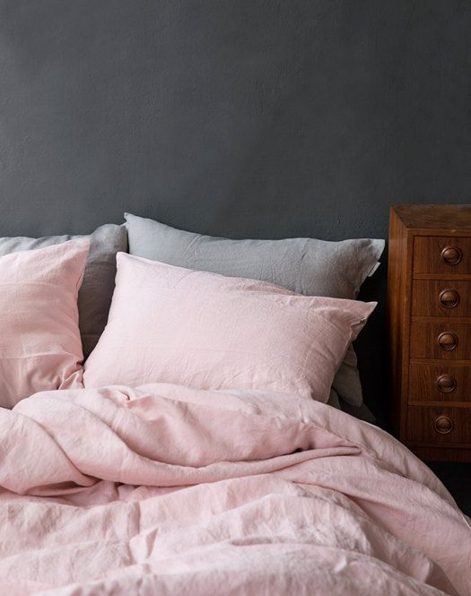 This beautiful solid blush linen bedding set is made with 100% premium silky linen. The linen is of high-quality that has been anti-micro dusted and