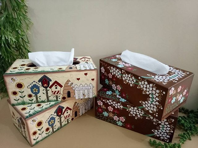 NEW STOCK NEW STOCK NEW STOCK...... OPEN PO untuk produk Tempat Tisu Kotak dihiasi dengan lukisan tangan Sarang Lebah & Bunga Kecil. Order/pemesanan: WA-081905054236 #pajangankayu #magnetkayu #keranjangkayu #keranjangbunga  #pajangankulkas  #gantungankuncibunga  #gantungankunci #kotakkayu #gantungankuncicantik  #hiasandinding #tempatkunci #tempattisu #kado #cenderamata #kotaktisu #kotakkayubunga #tempattisubox #tissu #oleholehjepang #weddingdress #weddings #bonekakayu #homedecor…