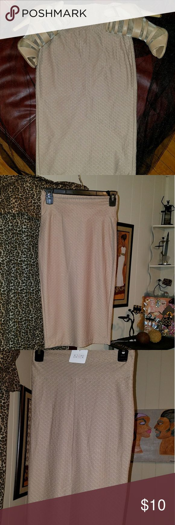 Skirt Beautiful fitted beige skirt that stops right above the knee. Going out with the Girls for a fabulous night out, this is the skirt you want to wear! UK2LA Skirts Midi