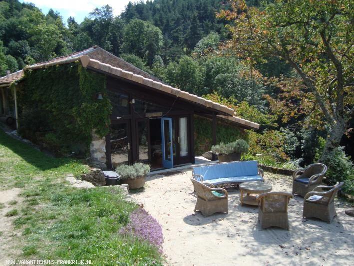 Vakantiehuis: Ideaal groot familiehuis voor vriendengroepen, natuurliefhebbers en avonturiers    te huur voor uw vakantie in Ardeche (Frankrijk)