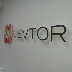 kolmiulotteiset logot