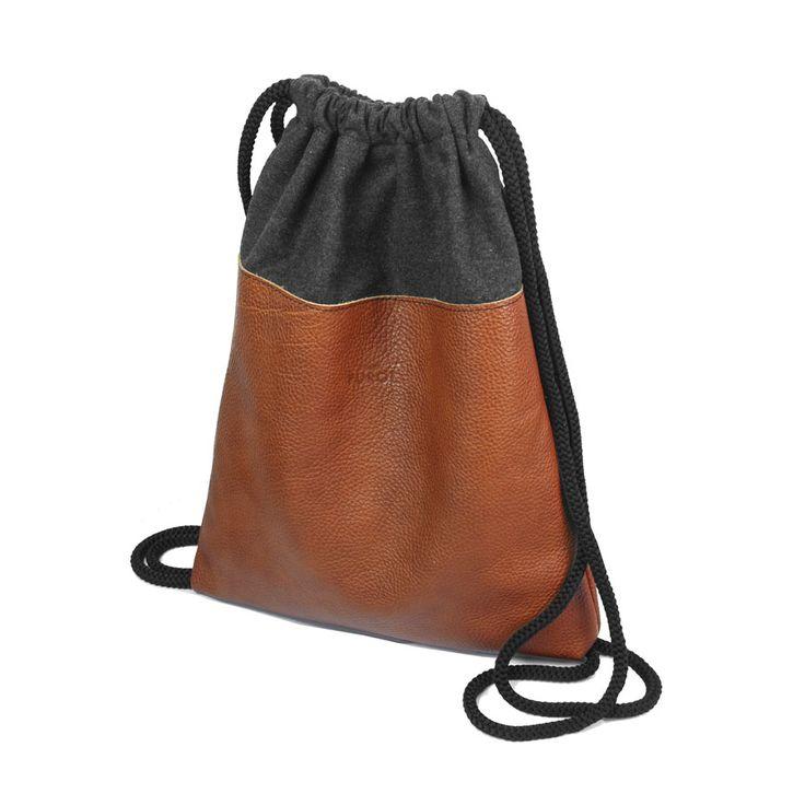 PLECAK SKÓRZANY 02 brązowa skóra naturalna, grafitowa wełna parzona, czarne sznurki 32 x 39 cm, 149 zł #plecak #handmade #braz #worek