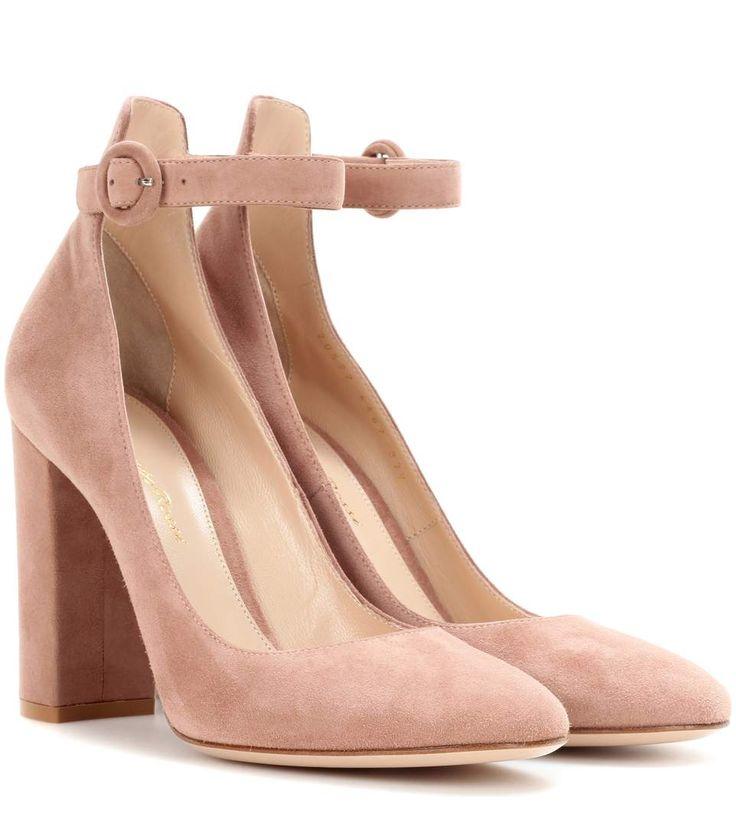 GIANVITO ROSSI Greta Suede Pumps. #gianvitorossi #shoes #current week