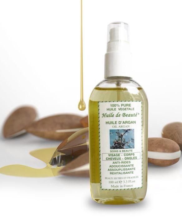 Ulei de argan Vegetal, 100% pur Este considerat unul dintre cele mai scumpe uleiuri din lume, fiind ingredientul minune în industria frumuseţii. Uleiul de argan conţine de 3 ori mai multă cantitate de vitamina E decât uleiul de măsline, care este cunoscut drept cel mai puternic antioxidant. Poate înlocui în mod eficient demachiantul, crema de faţă, crema de corp, crema de mâini, se poate folosi după epilare. Nu are contraindicaţii. Nu conţine parabeni.