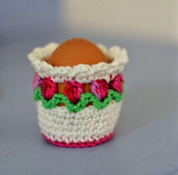 Kijk wat ik gevonden heb op Freubelweb.nl: een gratis haakpatroon van Ellebel om deze eierdopjes te maken https://www.freubelweb.nl/freubel-zelf/gratis-haakpatroon-eierdopje/