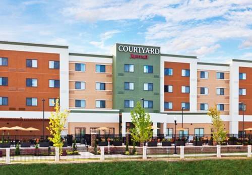 Courtyard by Marriott Columbus Phenix City Phenix City (Alabama) Offering an outdoor pool and free WiFi access, this Phenix City, Alabama hotel is 4.2 km from RiverCenter for the Performing Arts and is 5.7 km from Columbus Civic Center.
