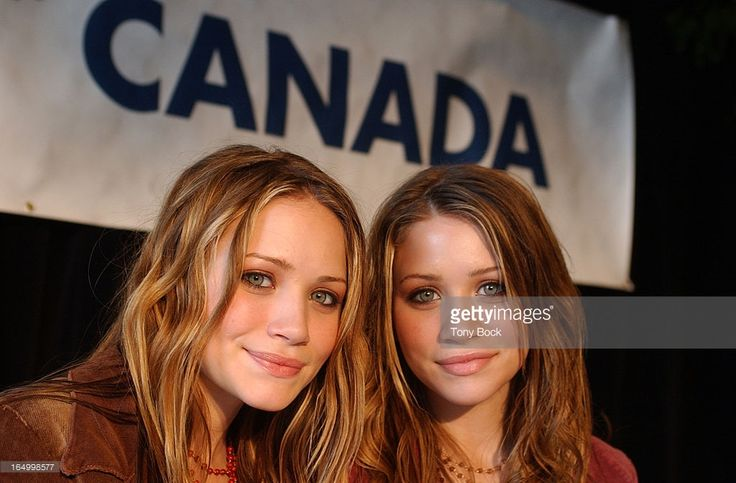 02/04/02 -TWINS- Twins Mary-Kate and Ashley Olsen, both 15, at presser to announce their line of clothing being sold through Wal-Mart. TONY