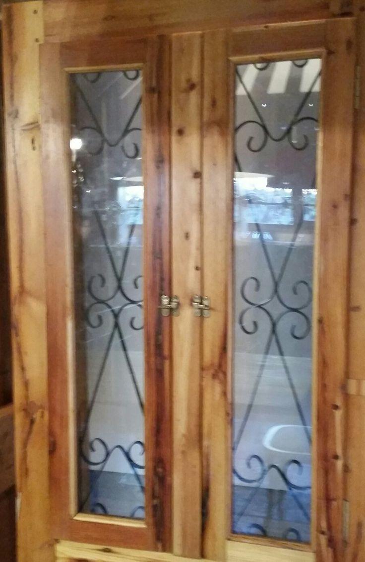 Top detail of the Spanish shutter door.