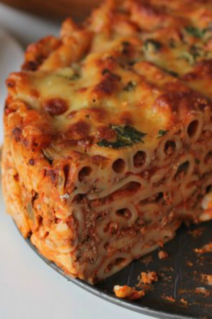 Pasta Bolognese Pie! It has all your favourite flavours from this spaghetti dish ... but in a fun new form for kids!