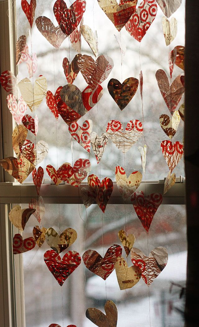 Easy valentine heart garland made from plastic grocery bags!